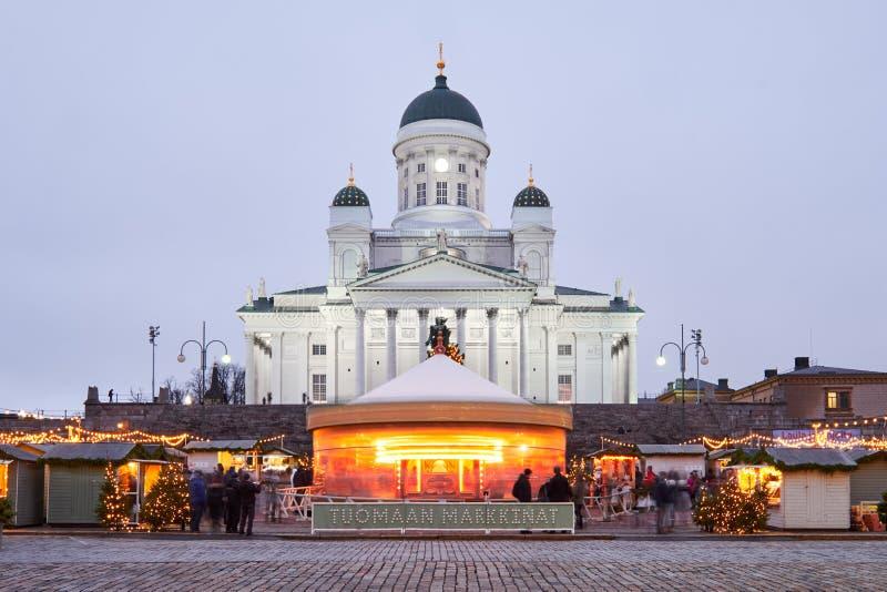 Mercado do Natal no quadrado do Senado, catedral de Helsínquia imagem de stock royalty free