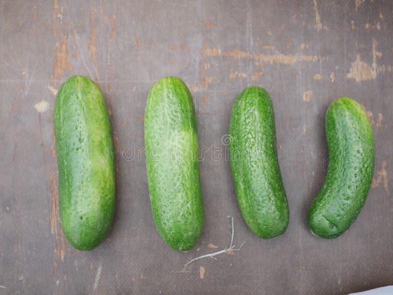 Mercado do pepino orgânico foto de stock