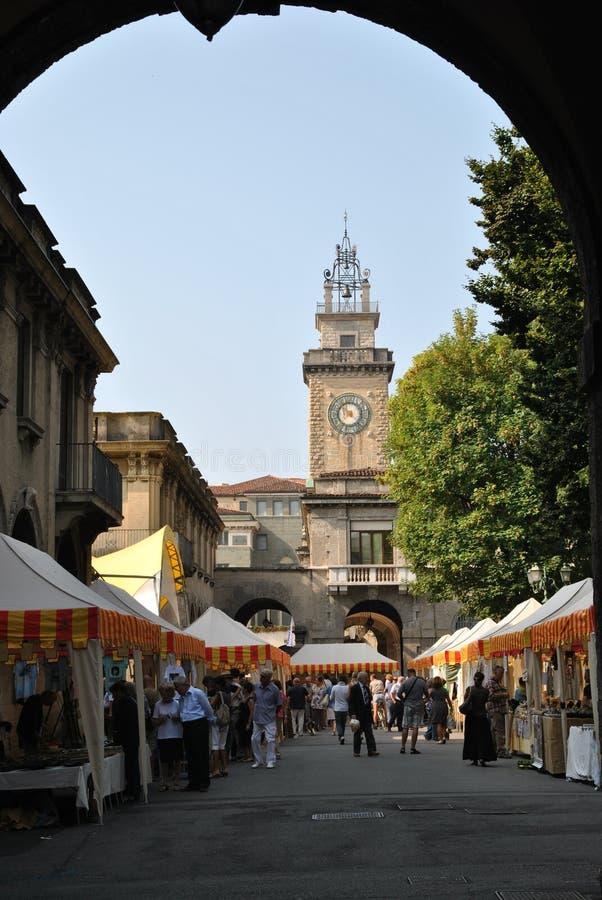 Mercado do quadrado de Bergamo imagens de stock royalty free