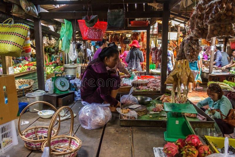 Mercado do russo em Phom Penh, Camboja fotografia de stock