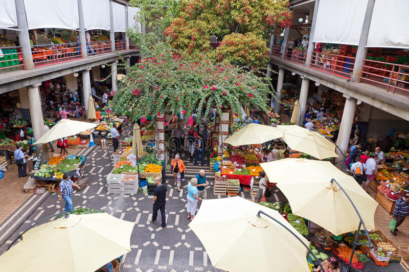 Mercado dos Lavradores rynek w Funchal, Portugalia obrazy stock