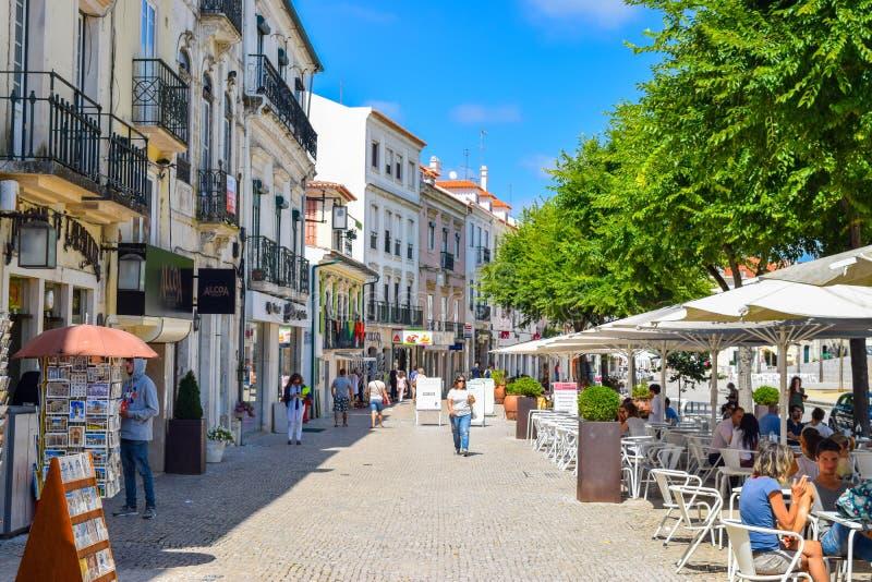 Mercado e restaurantes exteriores imagens de stock