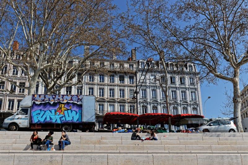 Mercado en el Berges du Rhone en Lyon fotografía de archivo