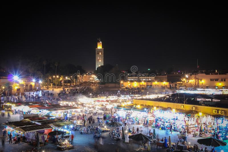 Mercado en la noche Cuadrado del EL Fna de Djemaa marrakesh marruecos imagenes de archivo