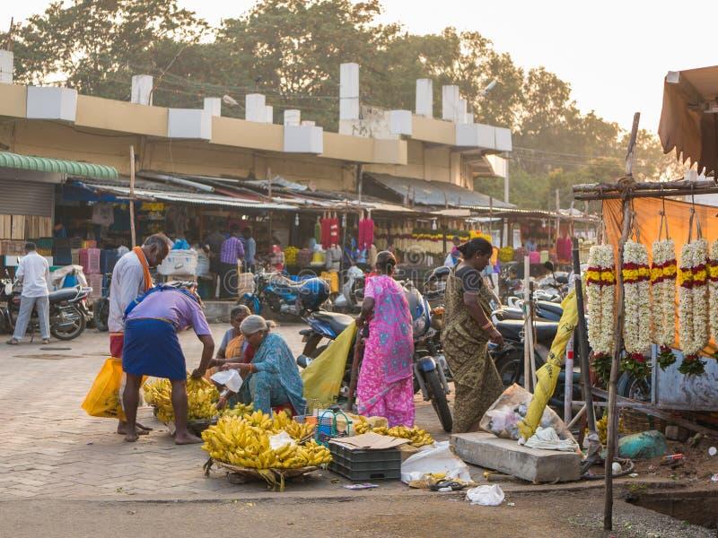 Mercado en Mettupalayam, Tamil Nadu, la India imagenes de archivo