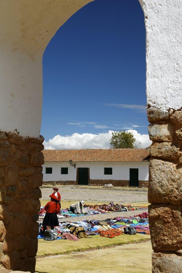 Mercado exterior de Chinchero, Peru imagem de stock