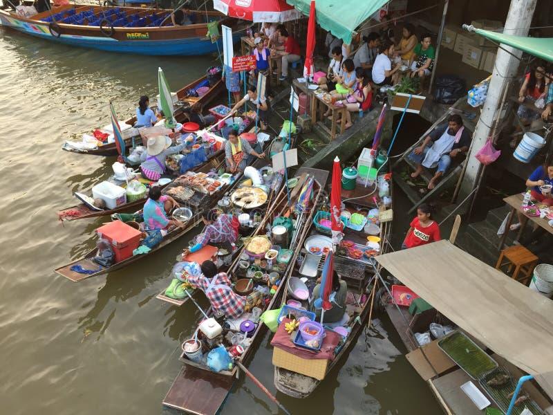 Mercado flotante de Amphawa fotos de archivo libres de regalías