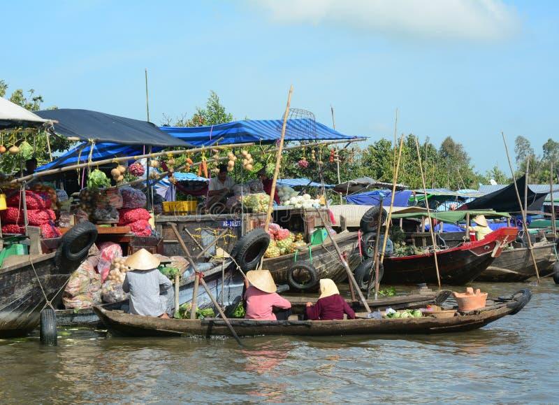 Mercado flotante de Cai Rang en Can Tho, Vietnam imagen de archivo