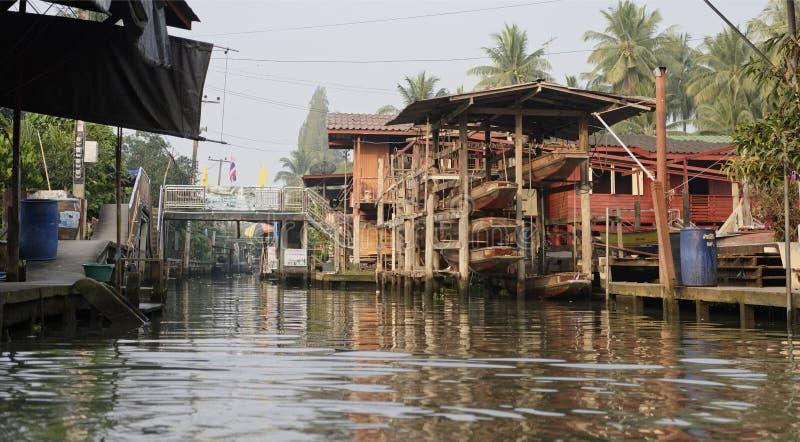Mercado flotante de Damnoen Saduak Almacenamiento del barco foto de archivo