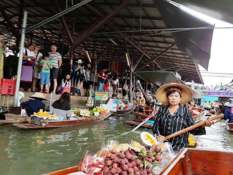 Mercado flotante de Damnoen Saduak, Tailandia fotos de archivo libres de regalías