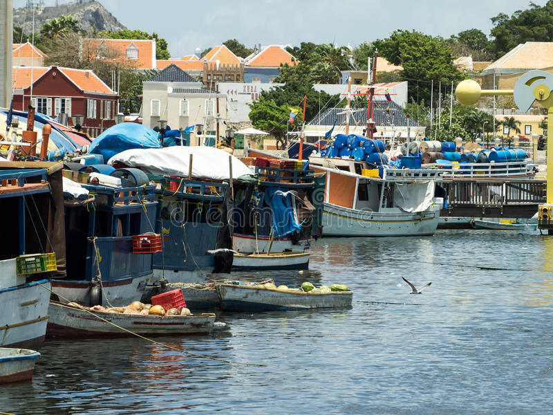 Mercado flotante de Punda fotos de archivo
