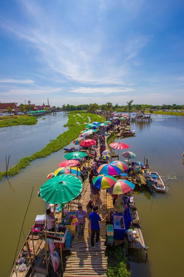 Mercado flotante de Sapan Khong, canción Phi Nong District, Suphanburi, Tailandia en diciembre 15,2018: Vista panorámica del merc foto de archivo libre de regalías