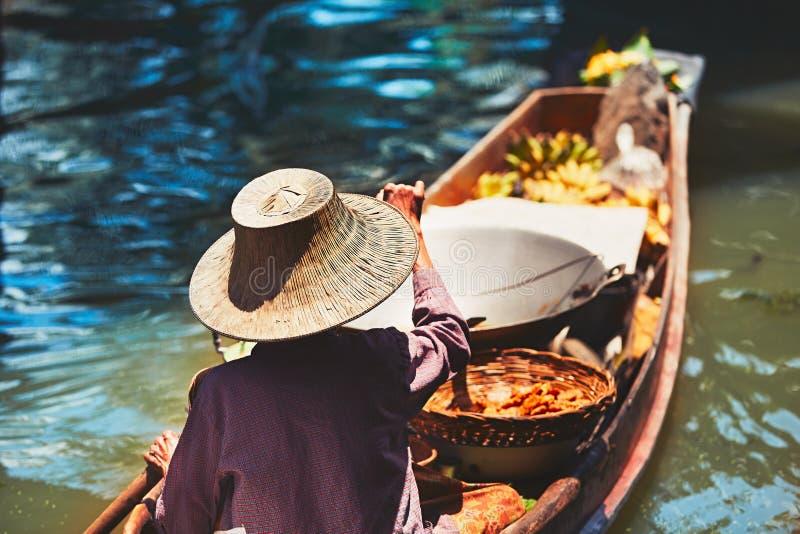 Mercado flotante en Bangkok fotografía de archivo libre de regalías