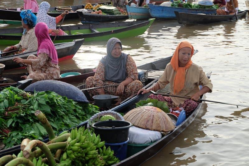 Mercado flotante en Banjarbaru Kalimantan del sur Indonesia foto de archivo libre de regalías