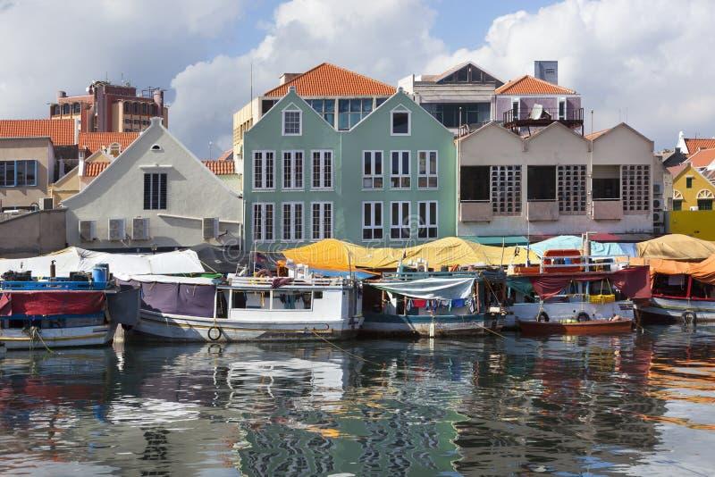 Mercado flotante en Willemstad fotos de archivo libres de regalías