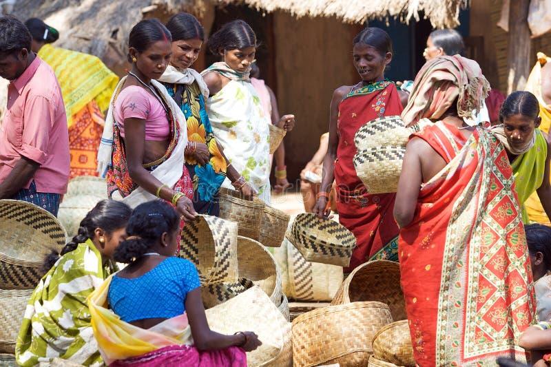 Mercado indio de la cesta en la zona rural fotos de archivo