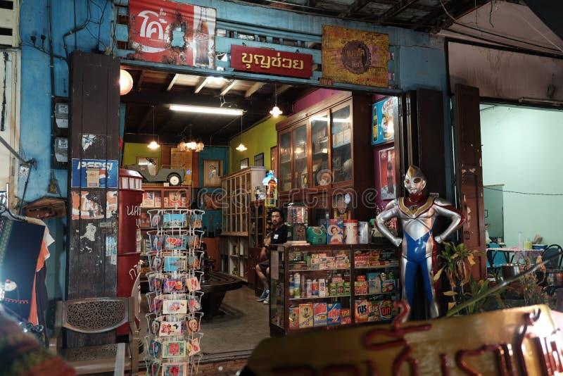 Mercado-Kad Kong Ta da noite, Lampang, ao norte de Tailândia fotos de stock