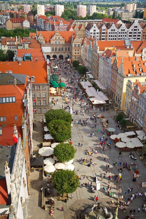 Mercado largo en la ciudad vieja de Gdansk