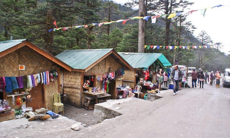 Mercado local de la artesanía en el valle de Yumthang, Sikkim imagenes de archivo