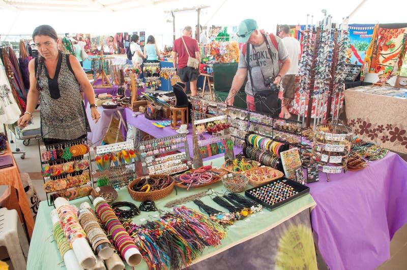 Mercado local de los recuerdos foto de archivo