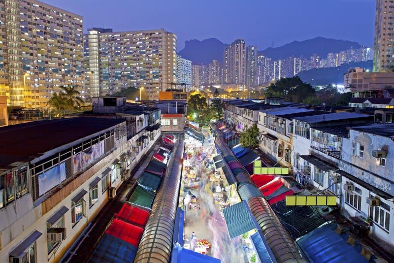 Mercado local debajo de Lion Rock Hill en Hong Kong Muestra a Hong Ko fotografía de archivo libre de regalías