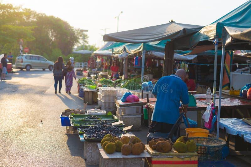 Mercado local do alimento em Miri, Bornéu, Malásia fotos de stock