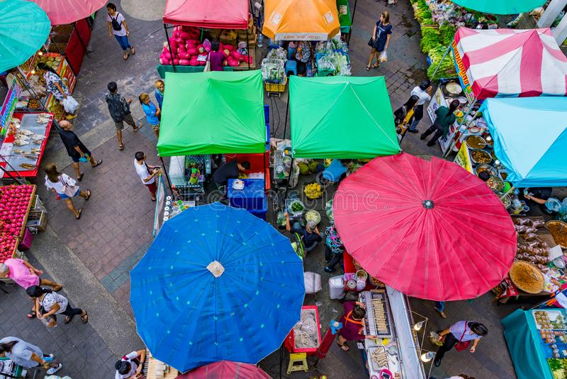 Mercado local em Sriracha Tailândia fotos de stock