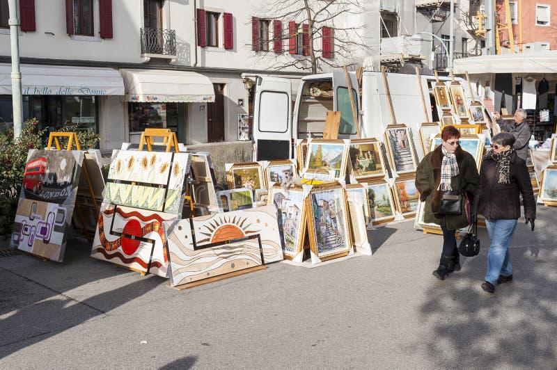 Mercado local exterior em Nord Est de Itália imagem de stock royalty free