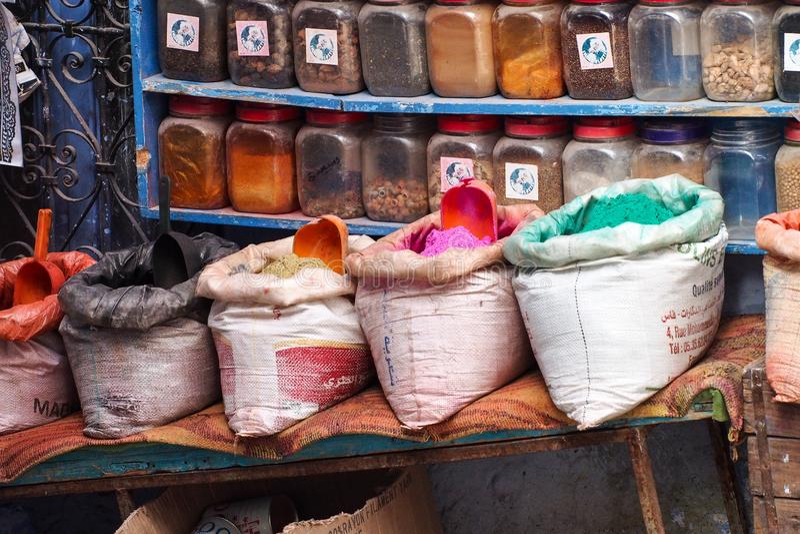 Mercado marroquí tradicional en Chefchaouen Marruecos, África imagen de archivo libre de regalías