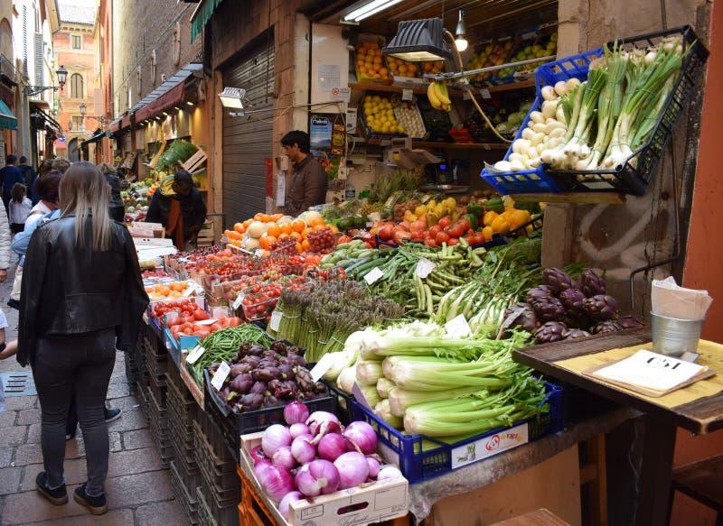 Mercado na Bolonha, Itália foto de stock