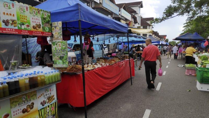 Mercado nocturno local en Johor Bahru, Malasia foto de archivo libre de regalías