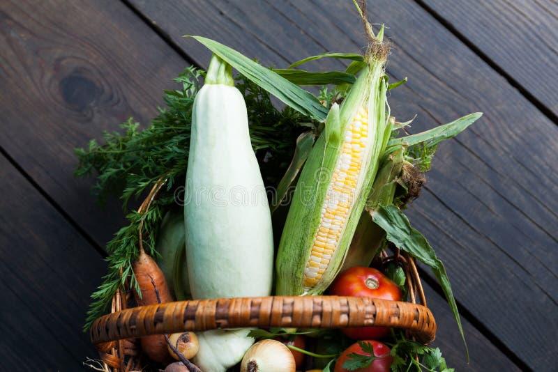 Mercado org?nico da agricultura, colheita fresca do jardim fotos de stock royalty free