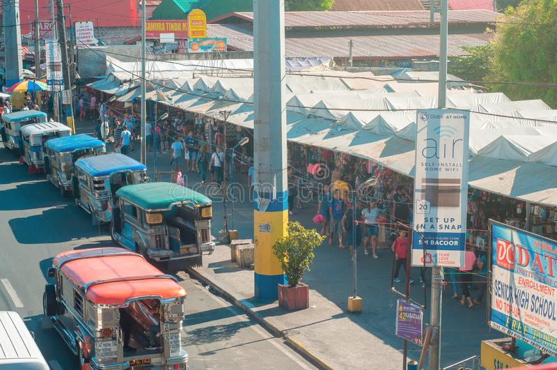 Mercado público na estrada da autoestrada nacional em Bacoor, Cavite, Filipinas imagem de stock