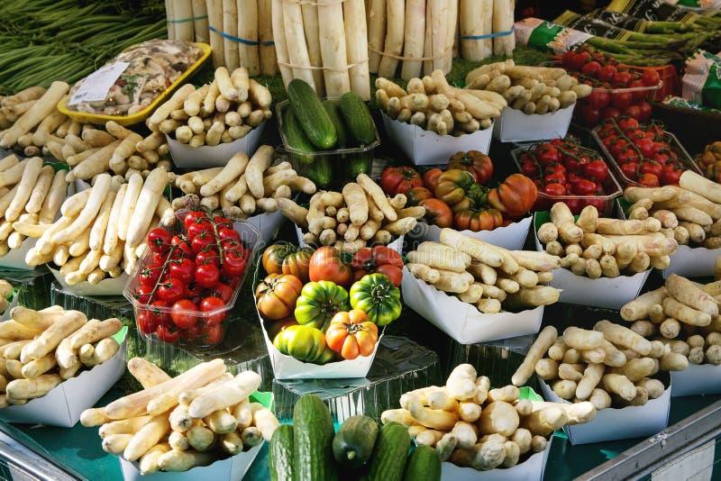 Mercado parisiense dos fazendeiros fotos de stock