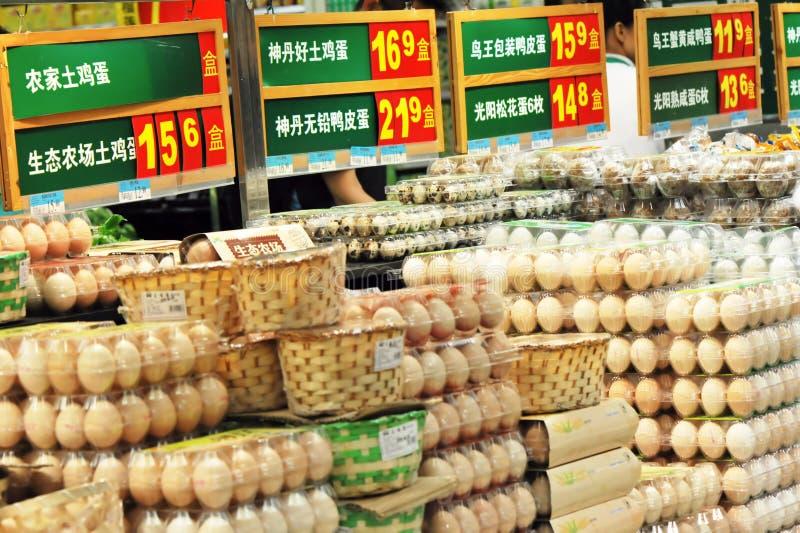 mercado pila de discos del huevo foto de archivo