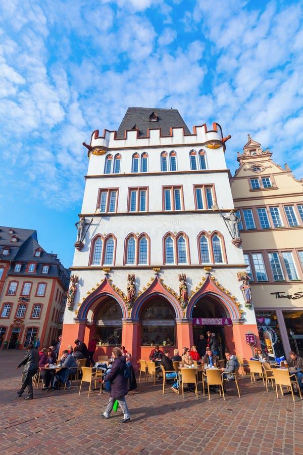 Mercado principal no Trier, Alemanha imagem de stock