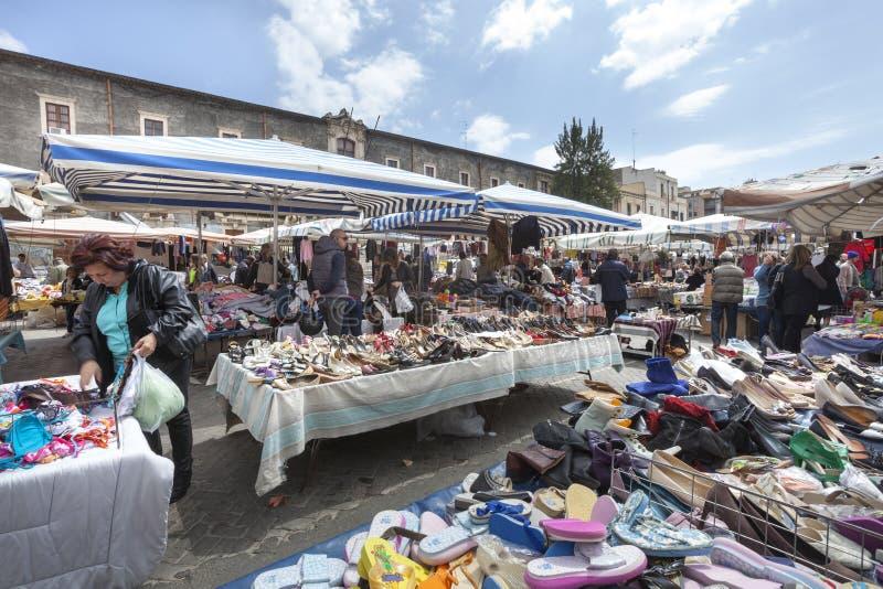 Mercado siciliano do ar livre da segunda mão Catania, Italy foto de stock