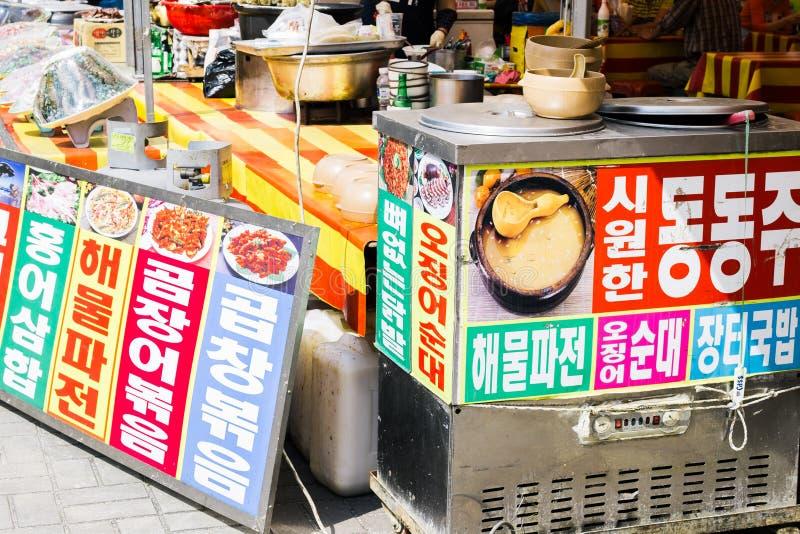 Mercado tradicional coreano de la comida en el festival de cerámica de Yeoju fotografía de archivo