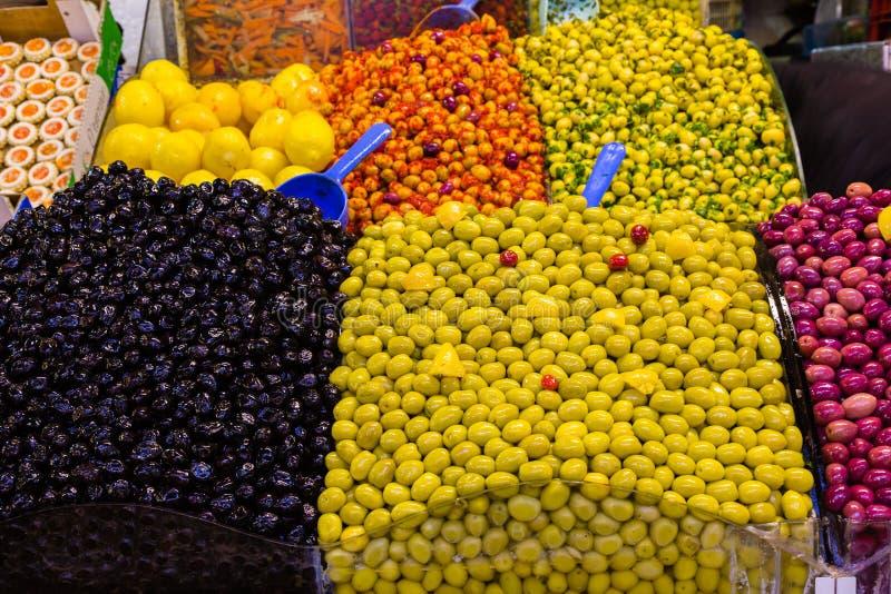 Mercado tradicional de la fruta y de los dulces en Meknes Medina, Marruecos fotografía de archivo