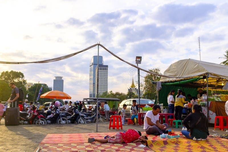 Mercado tradicional em Phnom Penh do centro fotos de stock royalty free