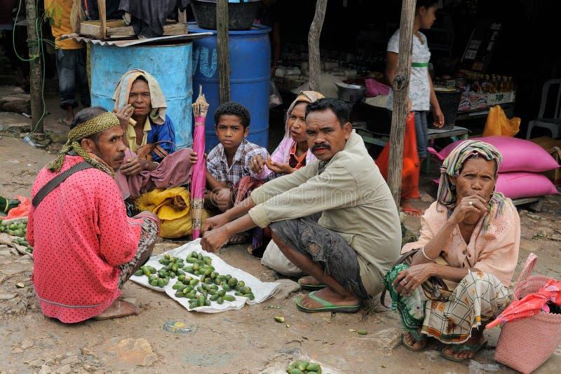 Mercado tribal tradicional em uma ilha Timor, Indon?sia imagem de stock