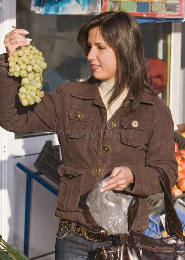 Mercado-uvas de Vegtables fotografia de stock royalty free