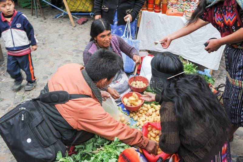 Mercado vegetal en Chichicastenango foto de archivo
