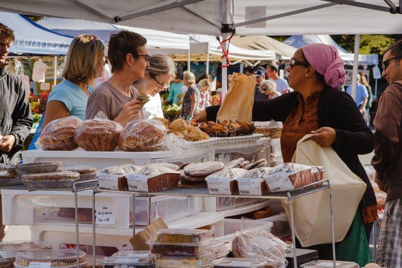 Mercado Virgínia dos fazendeiros do produtos de forno fotografia de stock