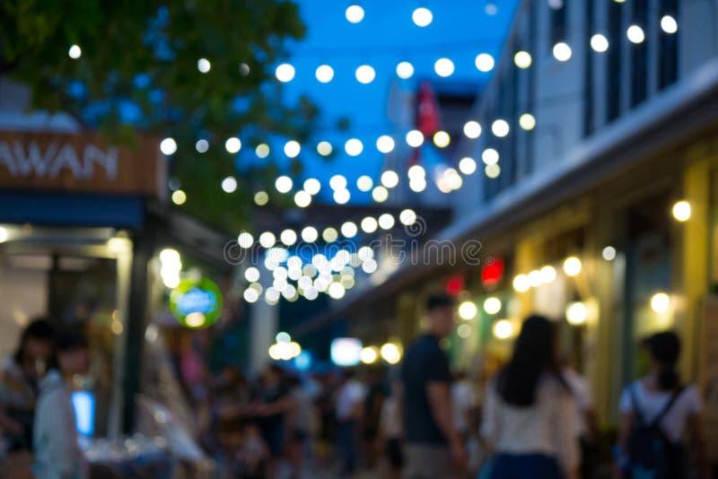 Mercado y gente de la noche de la falta de definición fotos de archivo libres de regalías