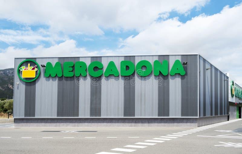 Mercadona supermarket i Hospitalet, Spanien arkivbild