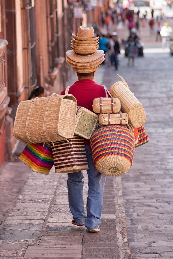 Mercadoria levando do vendedor em México fotografia de stock royalty free