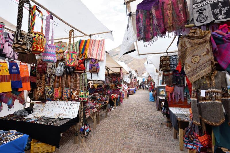 Mercancías coloridas para la venta en el mercado, Perú imagenes de archivo