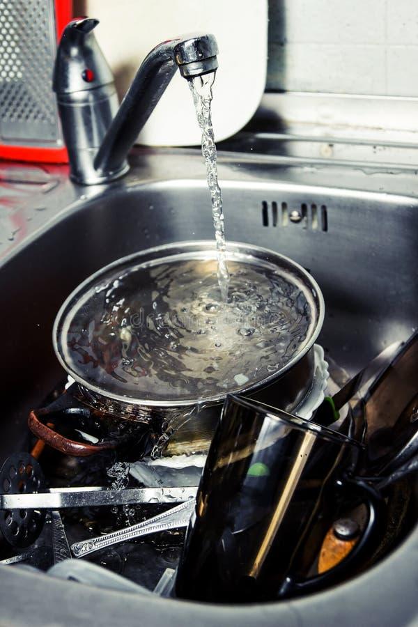 Mercancías de la cocina que se lavan fotografía de archivo libre de regalías