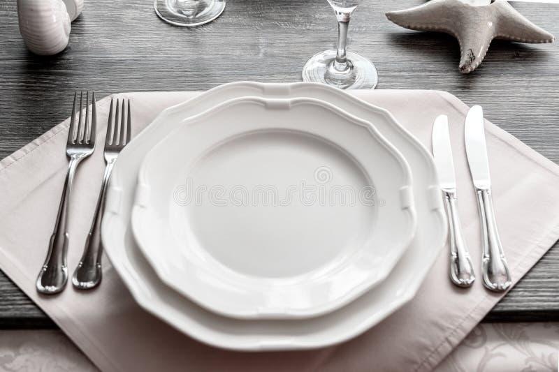 Mercancías de la tabla en el restaurante fotos de archivo